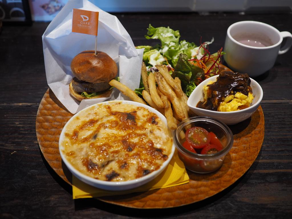 色んな洋食が一度に食べられるお得なスペシャルランチプレート! 京橋 「ガーブ ドレッシング 京橋」