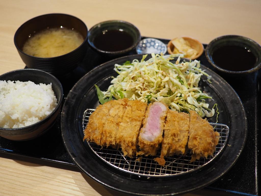 超希少な和歌山県産のブランドイノブタ『イブ美豚』のお値打ちのとんかつランチがいただけます!が 西天満 「しゃぶしゃぶすき焼き はるな」