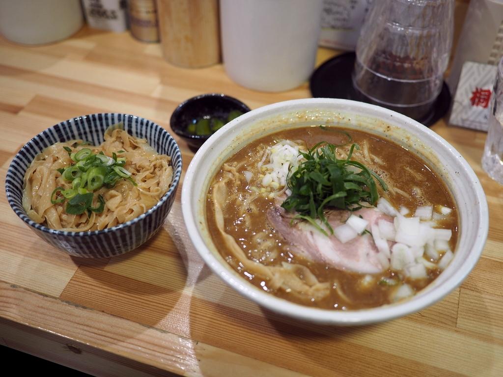 凄まじい人気のラーメン店の鶏白湯ベースのカレーが絶妙すぎるほど旨い! 淀川区 「桐麺 本店」