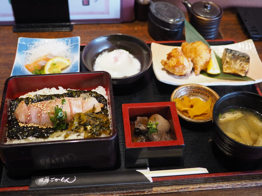 九州地方の名物郷土料理があれこれ色々食べられるボリューム満点でお得なランチ御膳! 梅田 「薩摩ごかもん 梅田茶屋町本店」