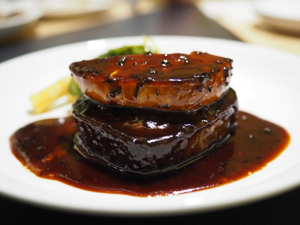 名門フレンチのオーナーシェフによるフランス料理と洋食の融合がびっくりするほどリーズナブルにいただける使い勝手抜群のビストロ! 心斎橋 「ビストロカラト」