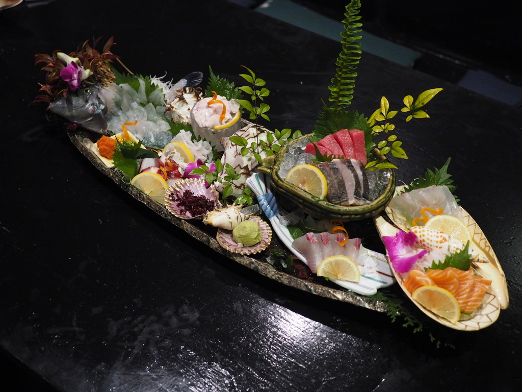 鮮度抜群の魚介類や名物料理がとてもリーズナブルで常連さんに長く愛され続ける名居酒屋! なんば 「なかよし 難波店」