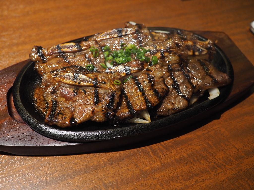 ハワイで大人気の韓国料理屋さんの焼肉と冷麺が感動的に美味しいです! 北新地 「焼肉 冷麺 ユッチャン。」