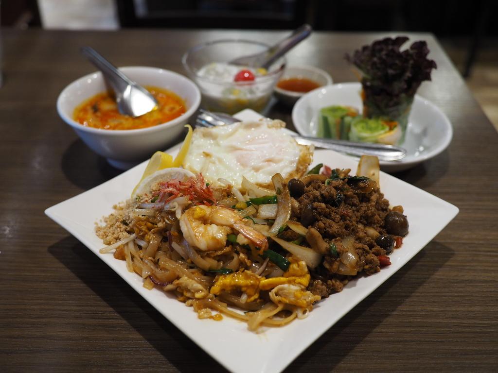 タイ人シェフによる超本格的な味わいのタイ料理のスペシャルランチセットは満足感が高すぎます! 梅田 「クンテープ ルクア大阪店」