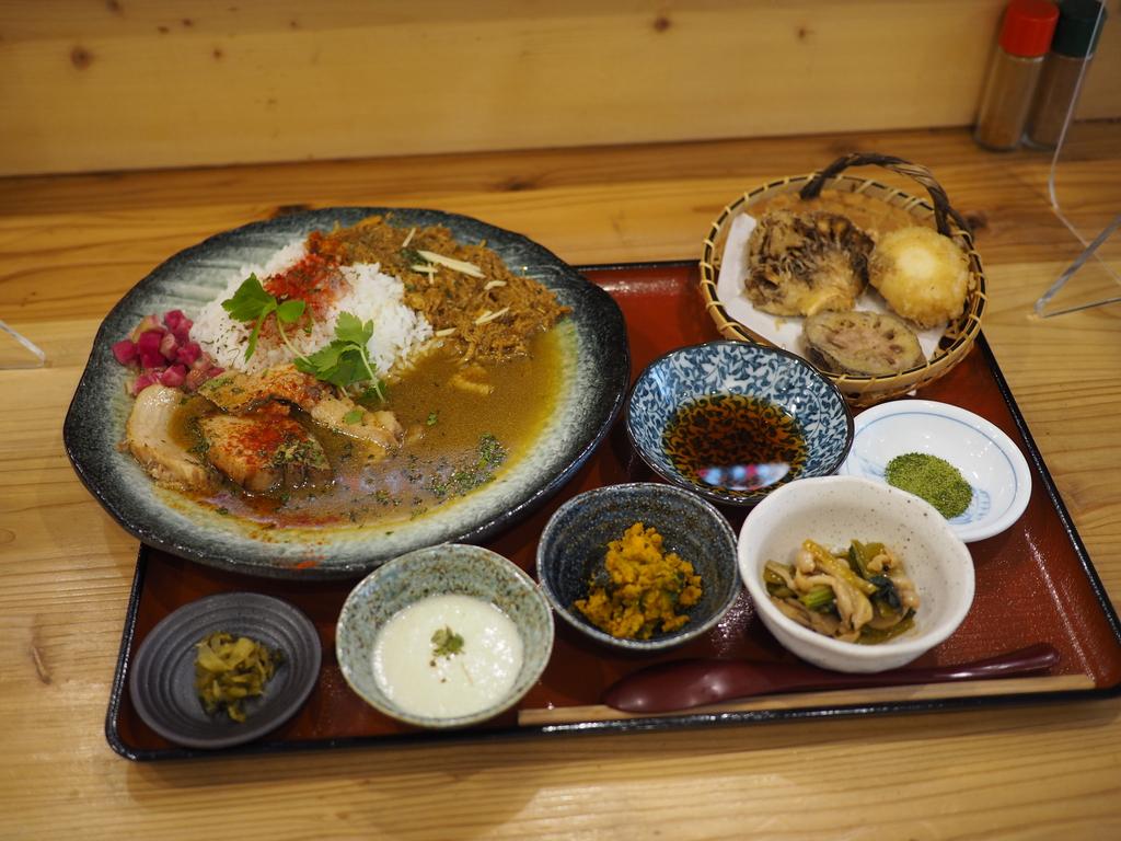 お出汁ベースの和食としてのスパイスカレーは思わず唸ってしまう美味しさでした! 北区浮田 「はぐ寧」
