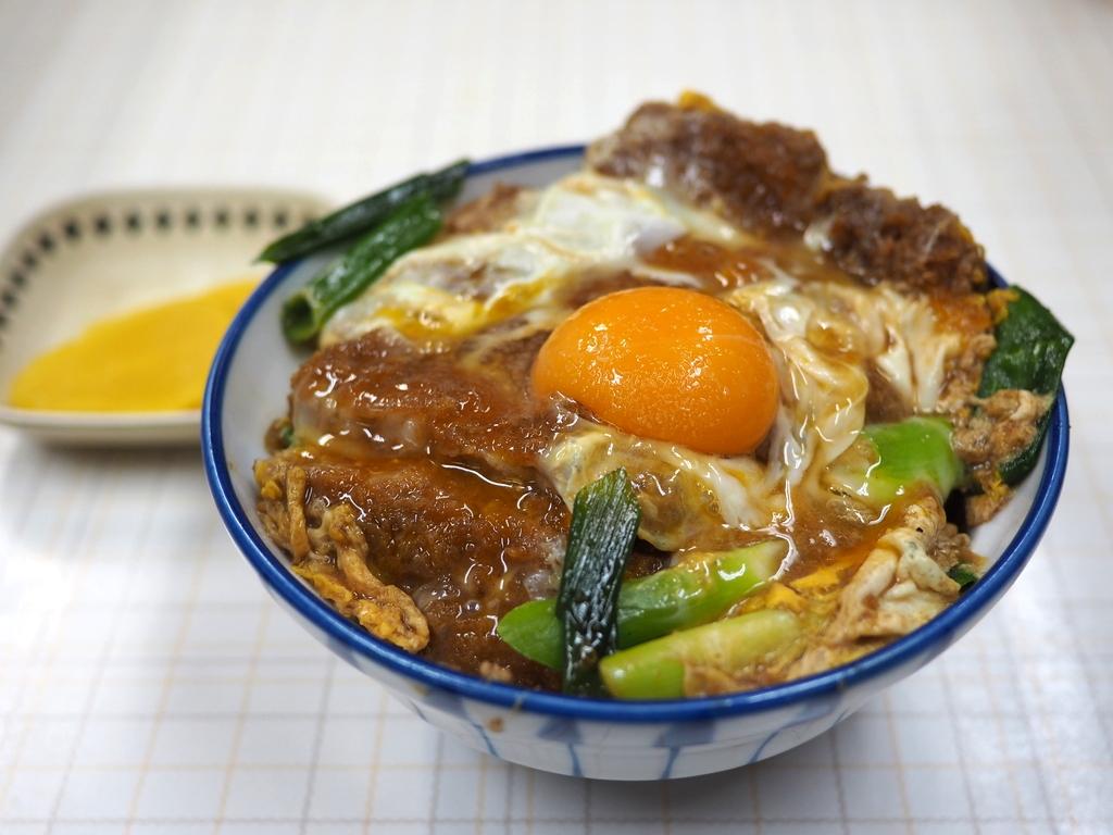地元で絶大に支持される味も値段も雰囲気も何もかもが昭和な食堂で絶品かつ丼をいただきました! 今里 「美登里食堂」