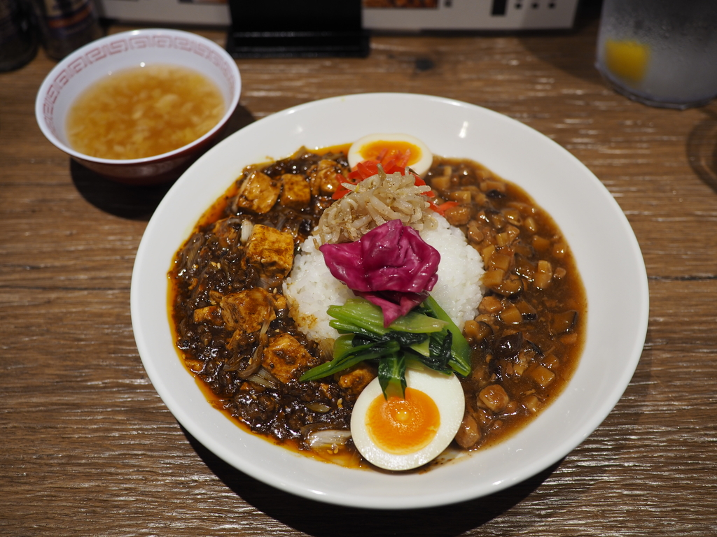 ミシュラン一つ星の凄腕中華シェフがなんと町中華をコンセプトにした尖りすぎのお店をオープン! 北新地 「大衆中華 さわだ食堂」