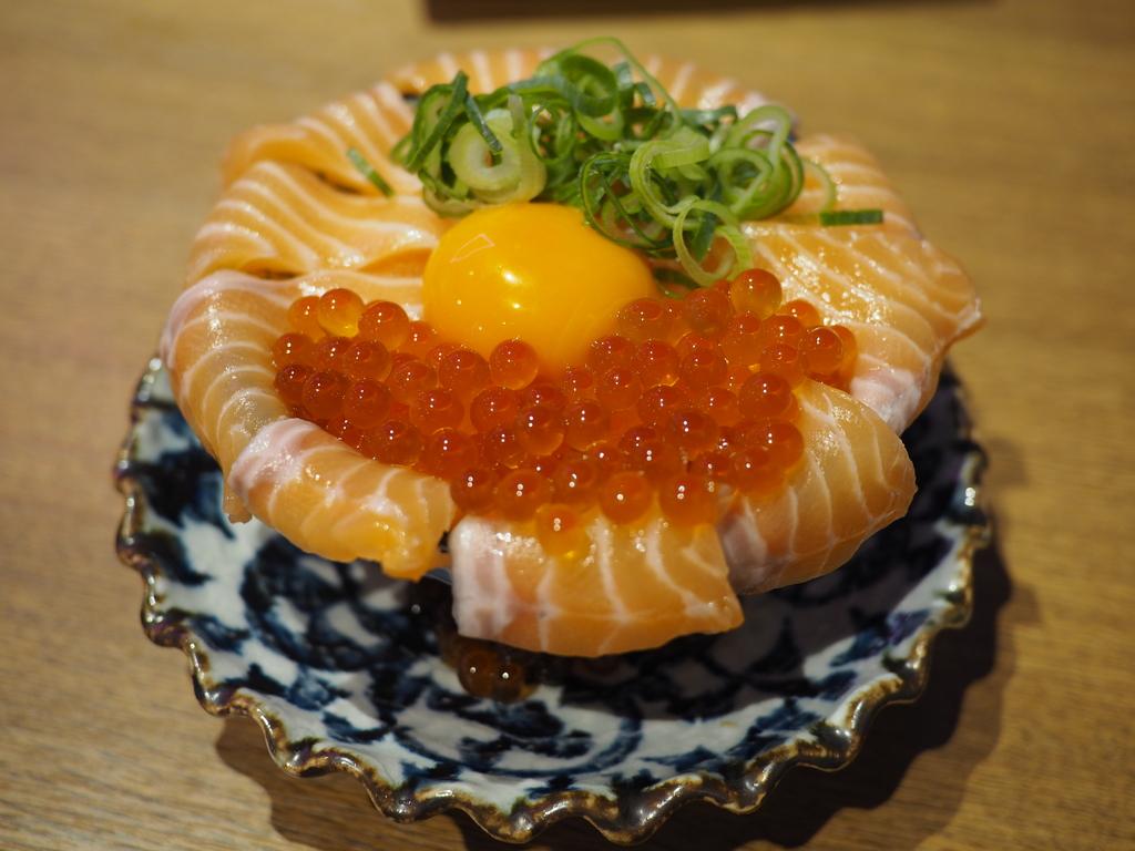 雰囲気も料理もネオで楽しくてとてもリーズナブルな人気居酒屋! 東大阪市 「ネオ大衆酒場 ひばりちゃん」