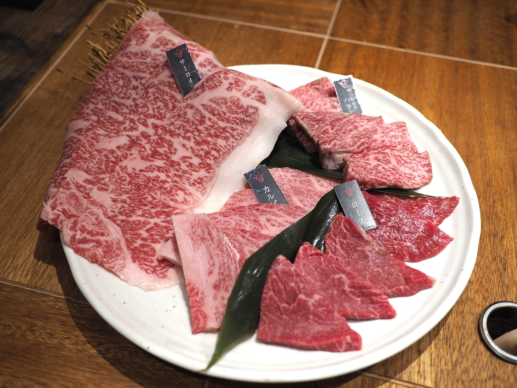 駅前のビル1棟が全部お肉屋さんの焼肉店で非常にクオリティの高いお肉がびっくりするほどリーズナブルにいただけます! 淀川区加島 「加島肉ビル 焼肉店」