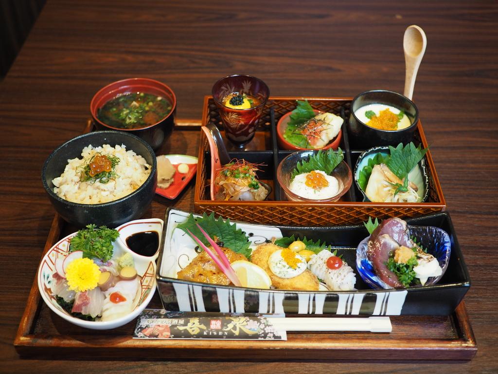 鮮度抜群の魚介類と手の込んだ料理がぎっしり詰まった超豪華海鮮御膳が素晴らしくお値打ちです! 茨木市 「幸せの居酒屋 喜泉」