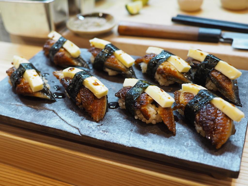 梅田のど真ん中で高級感溢れる店内で本格握り寿司がとてもリーズナブルにいただけるお店がオープン! 北区曾根崎 「鮨 まつ井」