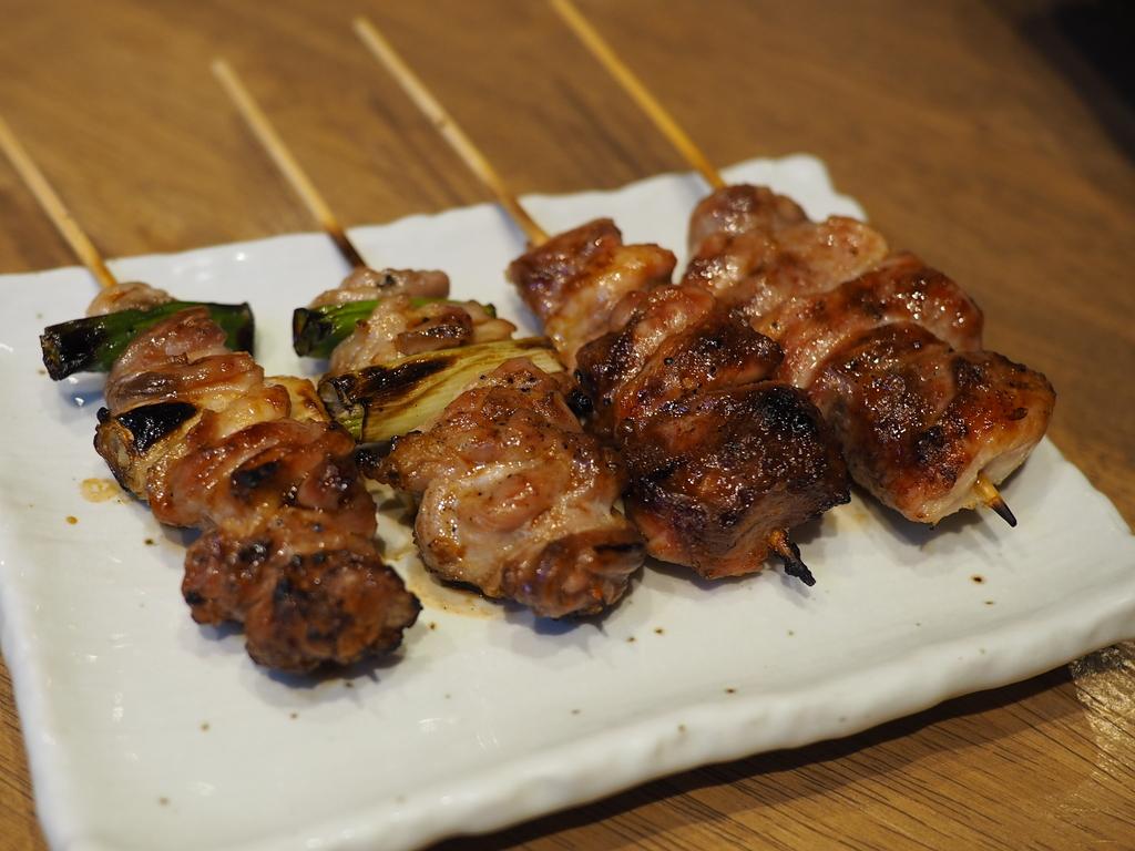 お酒が飲めなくても・・・備長炭で焼く京赤地鶏の焼鳥は旨いもんは旨いもんは旨いのです! 京都市中京区 「京のじどり屋 晃」
