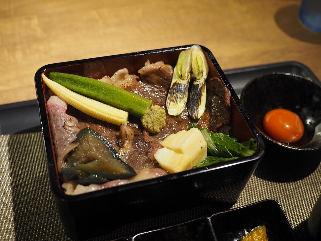 クオリティが高すぎるお肉がド~ンと乗った満足感が高すぎるすき焼き重御膳! 尼崎市 「あまがさきポッサムチプー29ー」