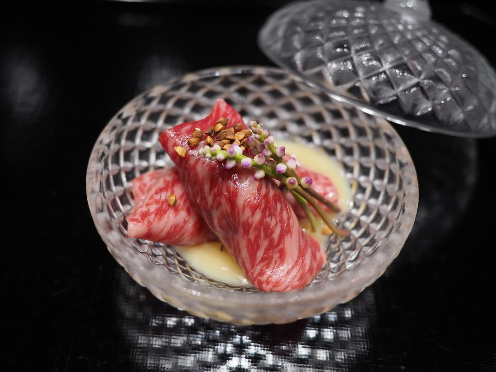 こだわりの黒毛和牛を様々な食べ方で楽しませていただける感動的に美味しい肉割烹! 西宮市 「肉 阿久」