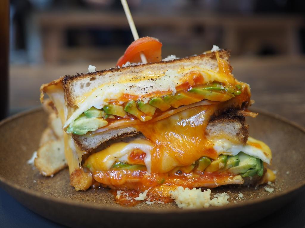 様々なトッピングで自由にカスタマイズできるサンドイッチがとても美味しいカフェ! 西心斎橋 「BASEMENT coffee&sandwiches」