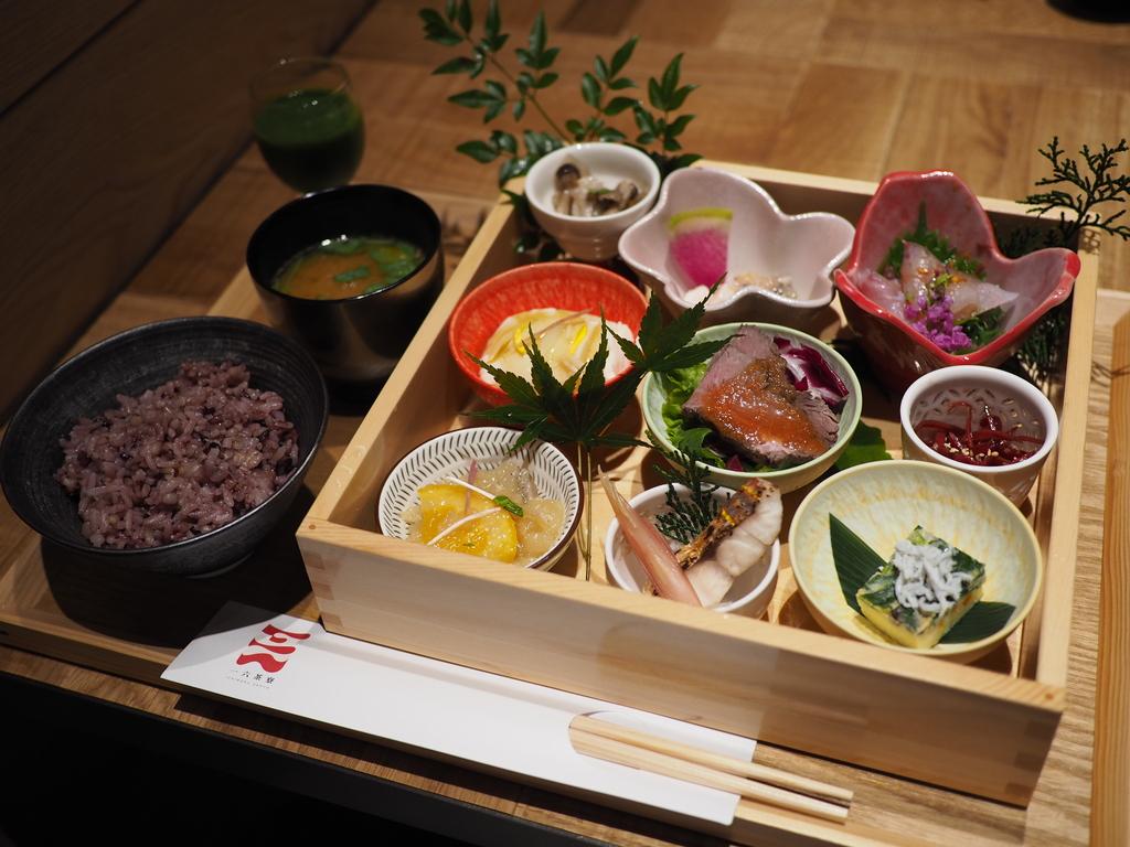 一つ一つが丁寧で全部美味しいおかずがたくさん食べられるお値打ち御膳! 阪神梅田本店 「一六茶寮」