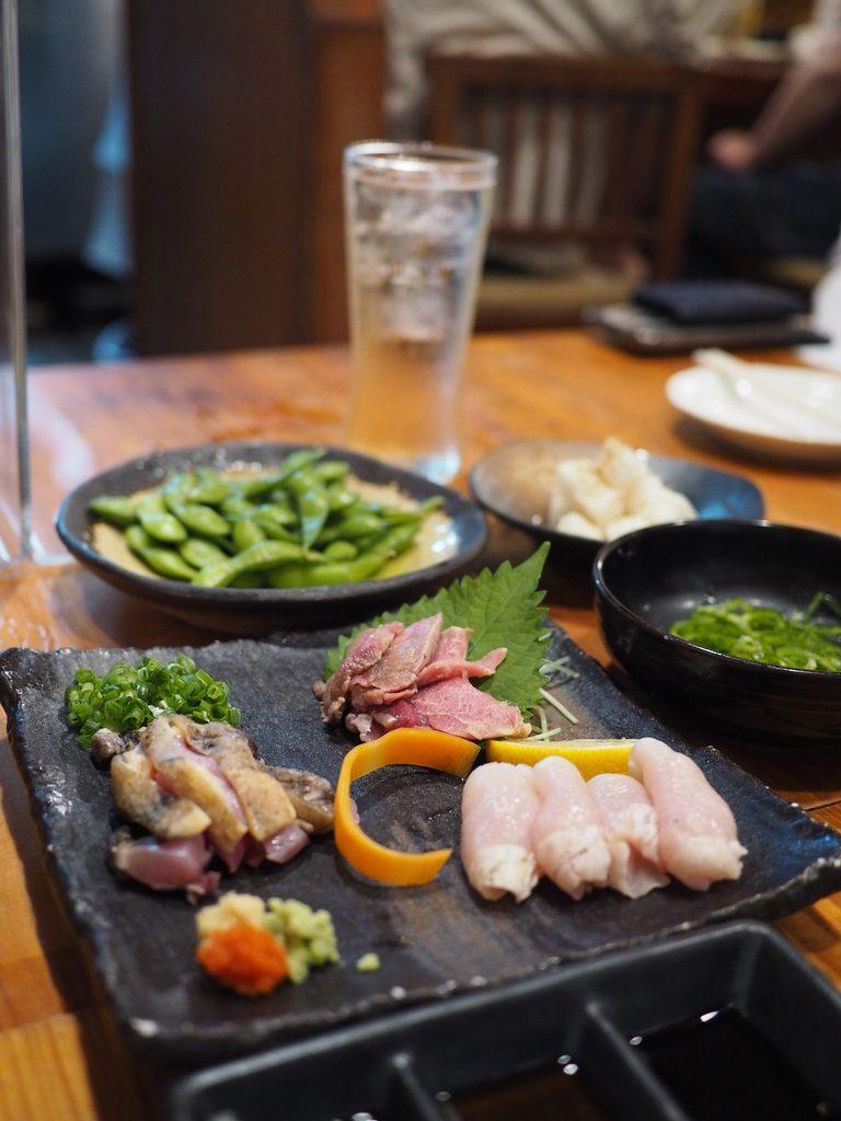 鶏料理だけでなく様々な一品料理が充実した人気の焼鳥屋さん! 北区神山町 「闘鶏 本店」