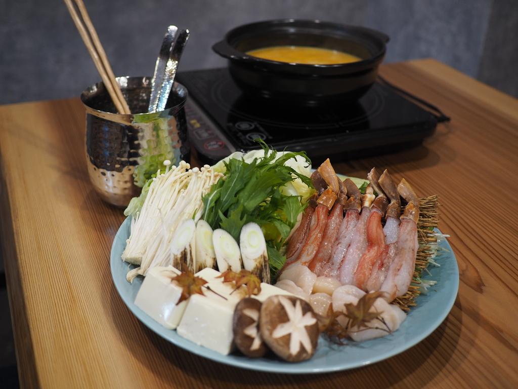 雲丹のお出汁でカニをしゃぶしゃぶする贅沢な雲丹しゃぶコースは満足感が高すぎます! 北区曾根崎 「鮨 まつ井」